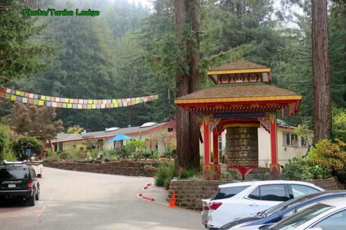 森の中のチベット寺院