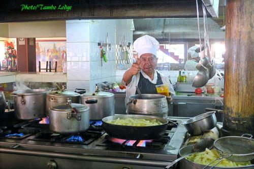朝食は三度老舗レストランOlimpicoへ