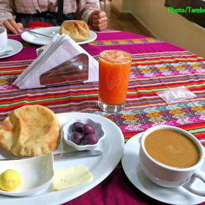 Ayacuchoのホテルで朝食