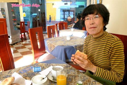 Ayacuchoのホテルで朝食を