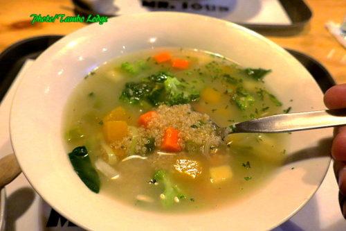 夕食はスープ専門店の「Mr. soup」へ