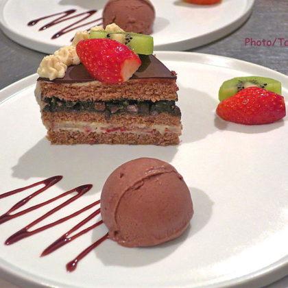 黒胡麻小豆餡のショートケーキ