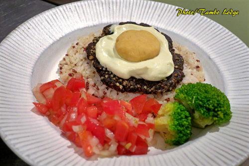 ボリビア風チューニョハンバーグご飯