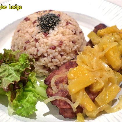 エクアドルスタイルの豚肉もどきのパイナップルソース煮