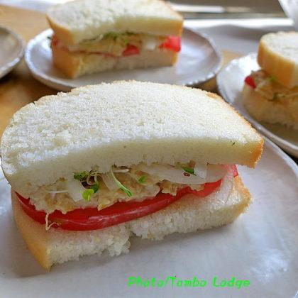 米粉100%の食パンのサンドイッチ