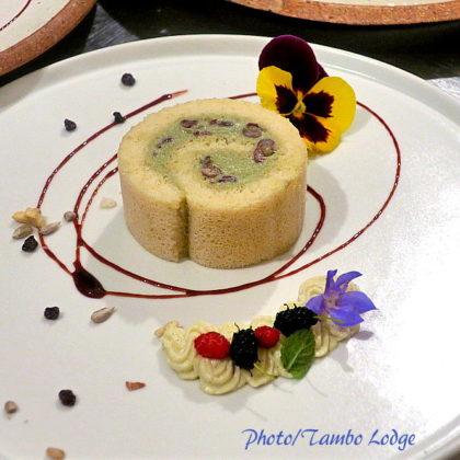 米粉の抹茶小豆ロールケーキ