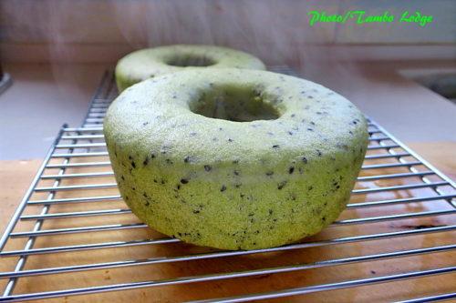 米粉のゴマコモパン