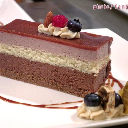 ジャンドゥーヤクリームとフランボワーズのムースケーキ