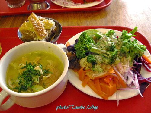 ボリビア最後のランチはいつものベジタリアンレストランで