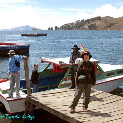 チチカカ湖を渡り、国境を越えてペルーへと戻ります