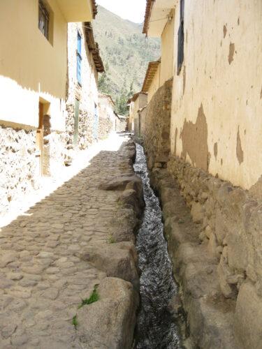石畳が美しい宿場町の「Ollantaytambo」散策
