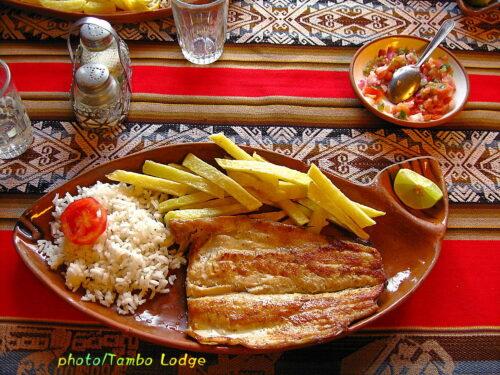 タキーレ島のレストラン「Flor Kantuta」