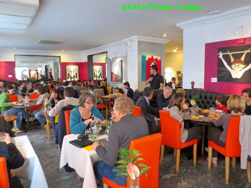 ローマのベジタリアン・レストランのビュッフェ