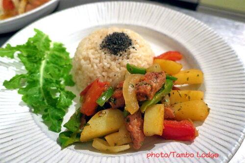 ペルーの大衆食「Lomo saltado」のヴィーガン版