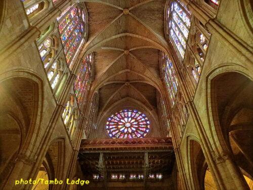ステンドグラスが美しいLeón大聖堂を見学