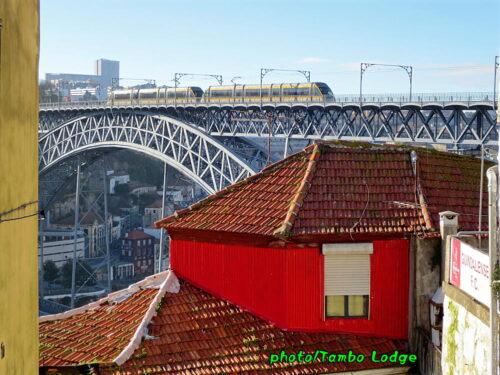 ポルトの古い市電と新しい地下鉄