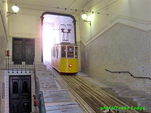 Lisboaのケーブルカーに乗る(1)ビッカ線