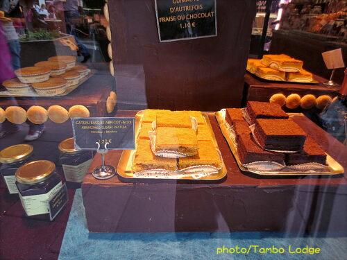 フランス・バスクの伝統菓子を食べる