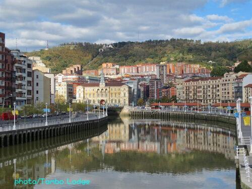 San SebastiánからBilbaoへ鉄道で移動