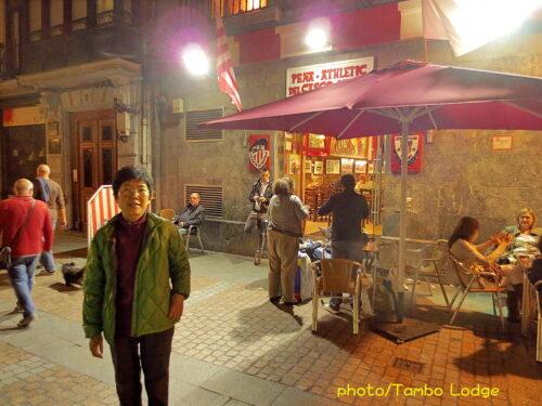 夜のビルバオ旧市街のBARで夕食
