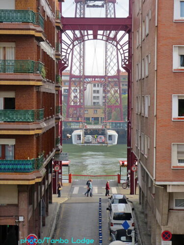 朝食後、世界遺産の「ビスカヤ橋」を訪ねる
