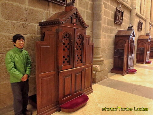 聖地Santiago de Compostelaの大聖堂での巡礼者のためのミサ