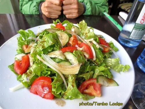 ランチにタイ風野菜チャーハンを食べる