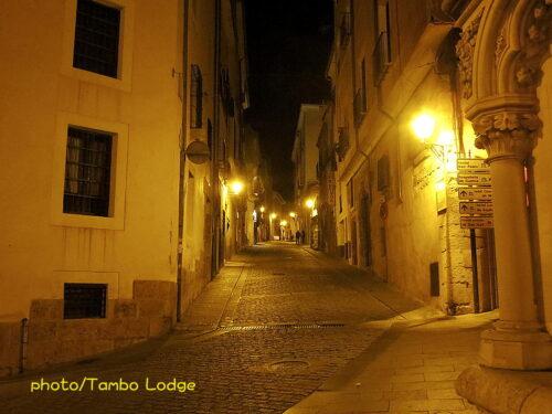 崖っぷちの町「Cuenca」の夜景