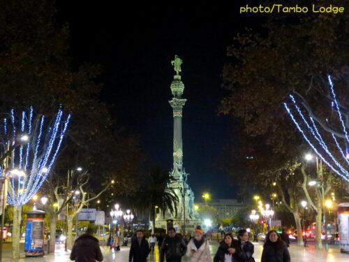夜を彩るスペイン広場の「噴水ショー」