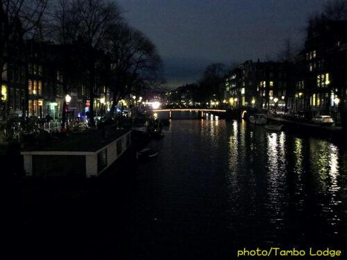 夜の運河を見物して空港へ