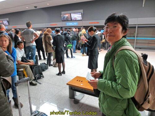 日本への帰国便は遅れて乗り継げず